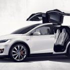 Покупатели недовольны Tesla Model X
